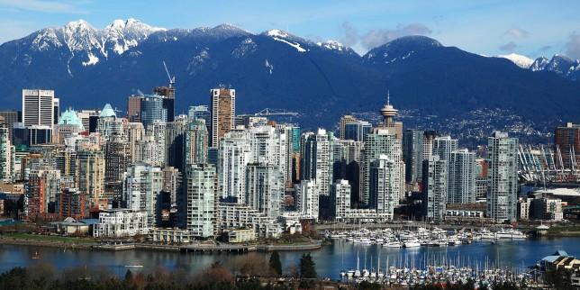 Vancouver skyline © www.i.huffpost.com