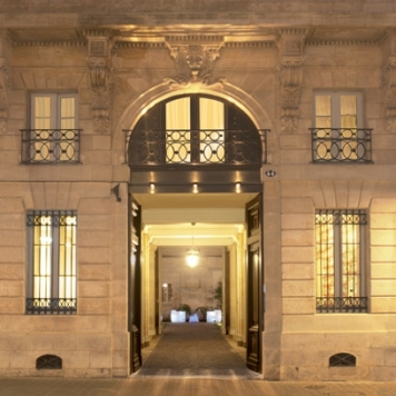 2-1323450653-l-hotel-particulier-exterior__square